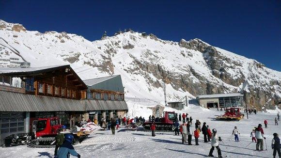Гора Цугшпитце - горнолыжная станция - рестораны, станция Цугшпитцбан, сувениры