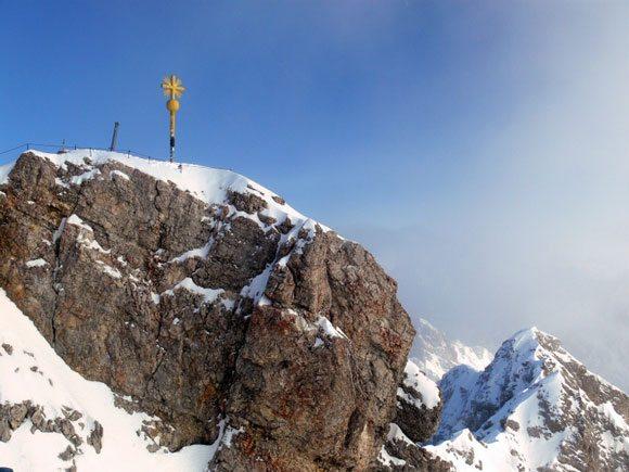 Гора Цугшпитце - крест на самой вершине Цугшпитце