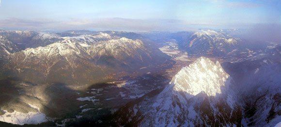 Гора Цугшпитце - вид на север - Бавария и вся Германия