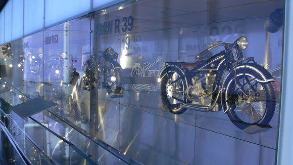 Музей БМВ - Мотоцикл серии BMW R32.