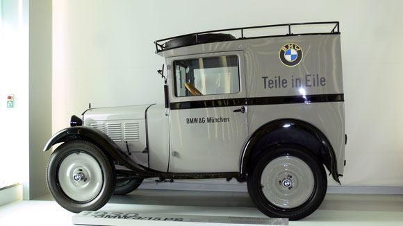 Музей БМВ - Первый автомобиль BMW Dixi 3/15.