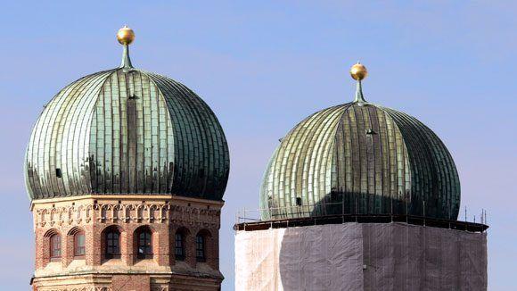 Слева – южная, справа – северная башни Фрауенкирхе