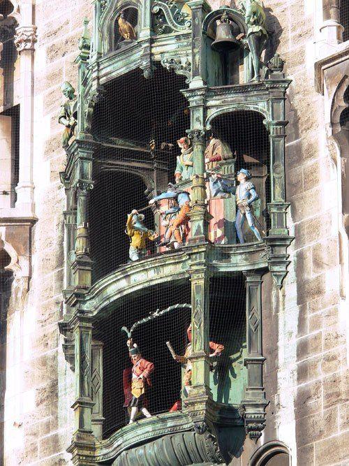Часы Глокеншпиль на центральной башне Новой Ратуши Мюнхена