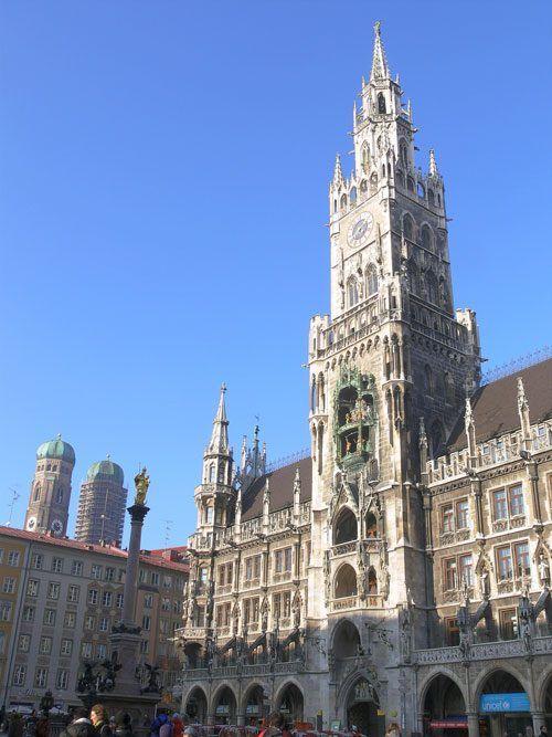 Левая сторона фасада Новой Ратуши Мюнхена