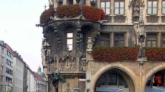 Балкон левой стороны фасада Новой Ратуши Мюнхена