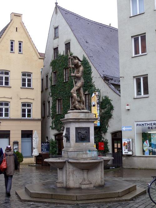История Аугсбурга. Фонтан Рыцарь
