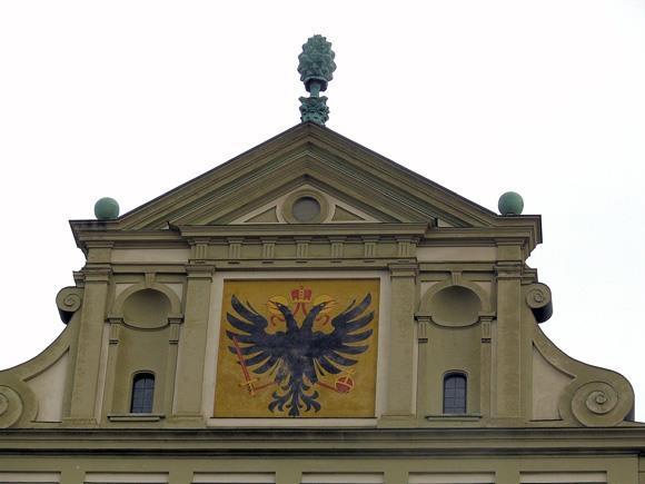 Два герба на Ратуше Аугсбурга: города и Священной Римской Империи Германской Нации