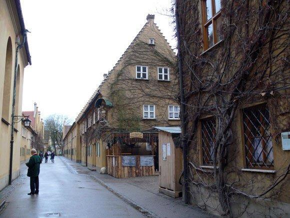 На главной улице Фуггерай