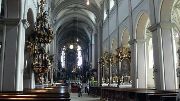 Экскурсия в Бамберг. Церковь Св. Михаэля, вид продольного центрального нефа в восточную сторону.