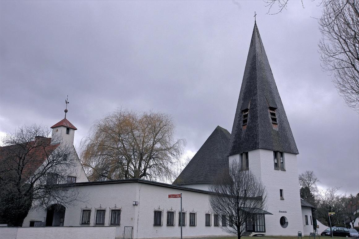 Дахау, Бавария. Приходская церковь на Herzog-Albrecht-Straße.