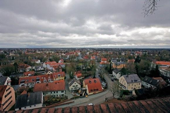 Дахау, Бавария. Вид на Дахау и окрестности с высоты стен замка.