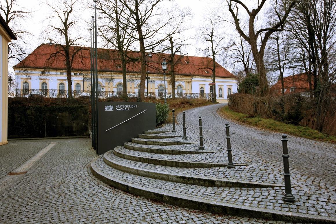 Дахау, Бавария. Переулок Schloßgasse, ведущий к дворцу.