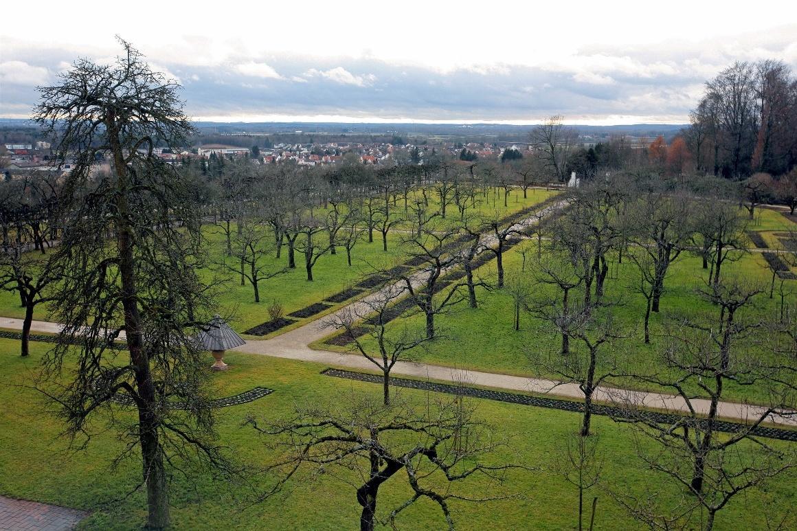 Дахау, Бавария. Вид из окон дворца на парк и окрестности Дахау. Начало января.