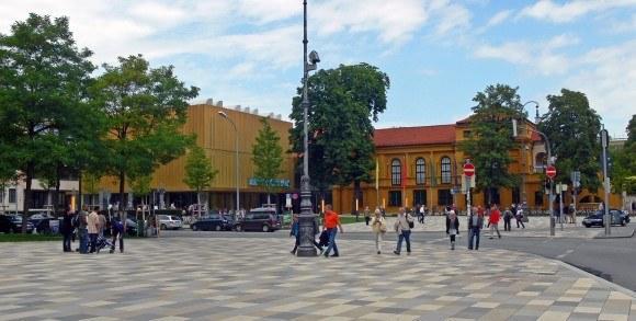 Ленбаххаус. Вид на Ленбаххаус со стороны станции U-bahn «Königsplatz».