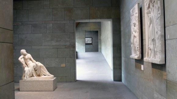 Мюнхен. Новая Пинакотека. В Пинакотеке имеются два внутренних дворика, вокруг которых устроены коридоры и небольшие залы.