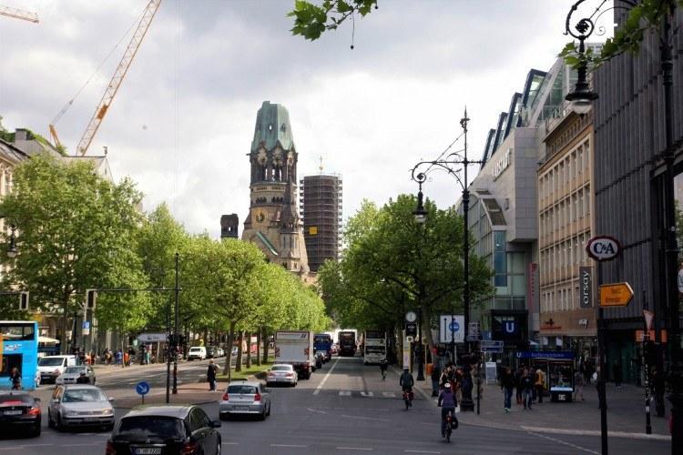 Символ Западного Берлина – разрушенная во время войны и возрожденная вновь церковь Kaiser Wilhelm Gedächtniskirche - церковь памяти кайзера Вильгельма I