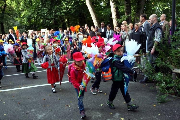 Школы Баварии. Класс «красных кепок» пригласили в школу.