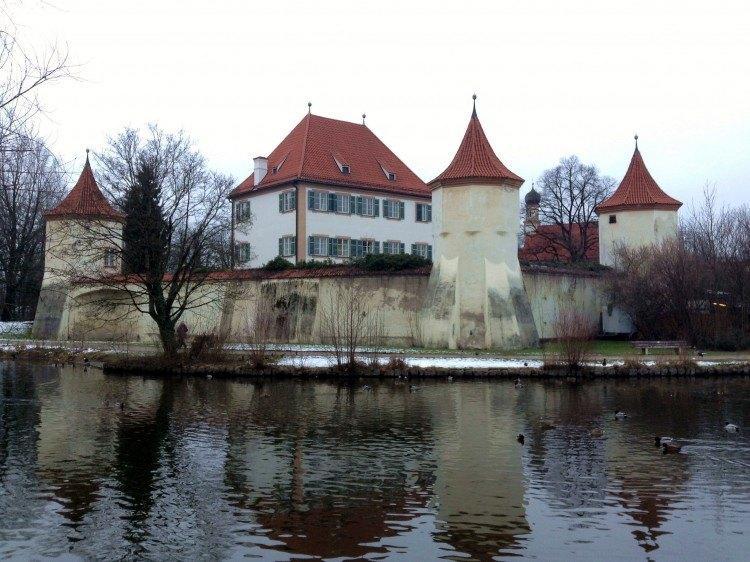 Замок Блютенбург
