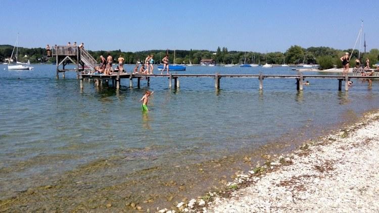 Пляж на озере Аммерзее в Херршинге