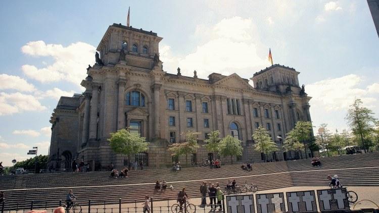 Здание Рейхстага, здесь заседает Бундестаг - парламент ФРГ