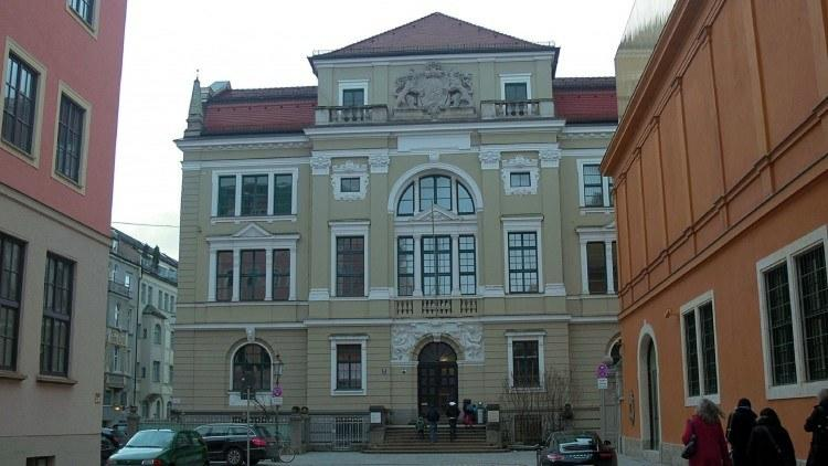 Richard-Wagner-Straße ведет к Палеонтологическому музею