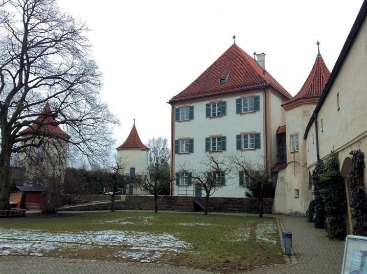 Замок Блютенбург. Господский дом.
