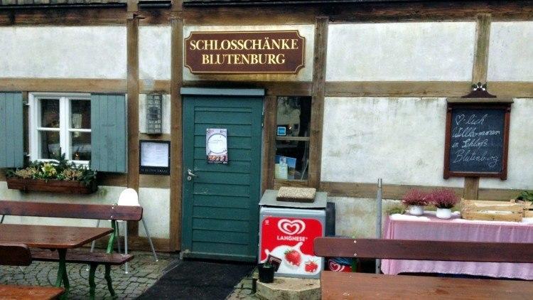 Вход в ресторан «Schlossschänke Blutenburg»
