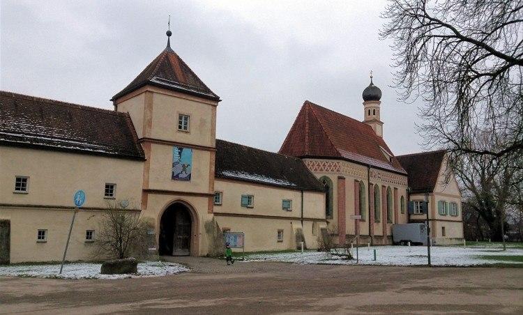 Главный вход в замок Блютенбург