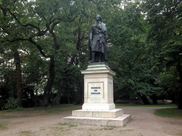 Максимилиансплац. Иоганн Кристоф Фридрих фон Шиллер.