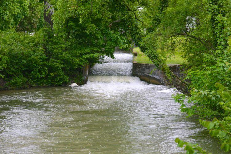 Дворцовый канал построен в 1692 году.
