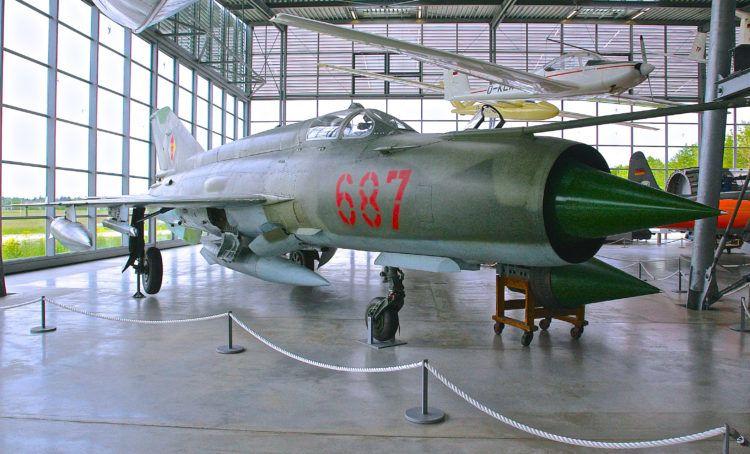 Реактивный истребитель МиГ-21МФ, 1973 год.