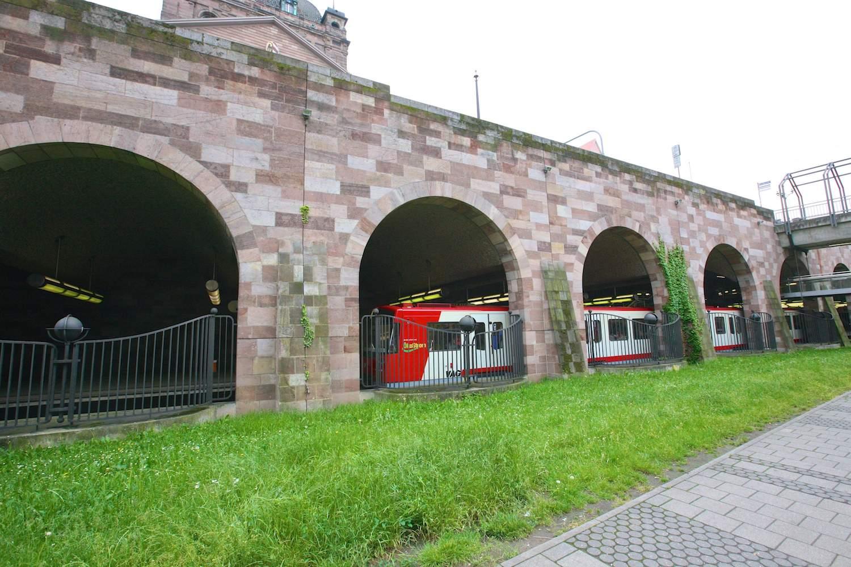 Станция «Opernhaus»