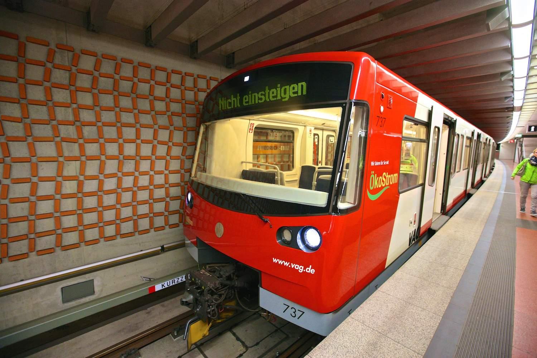 Полностью автоматический поезд типа DT3.