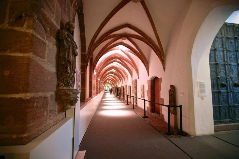 Монастырский Крестный путь