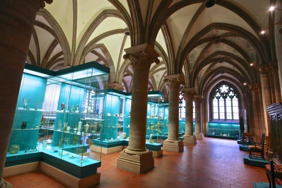 Зал музея декоративно-прикладного искусства