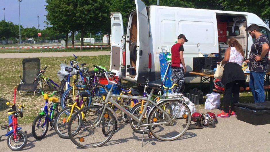 Специалист по велосипедам на вело блошином рынке (Radlflohmarkt)